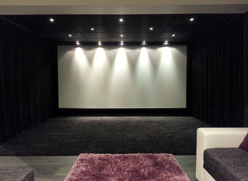 comment choisir un ecran de projection. Black Bedroom Furniture Sets. Home Design Ideas